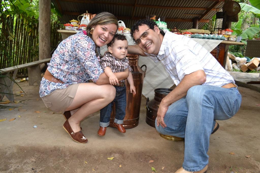 Pais Talita e Marcos, felizes com este momento especial!